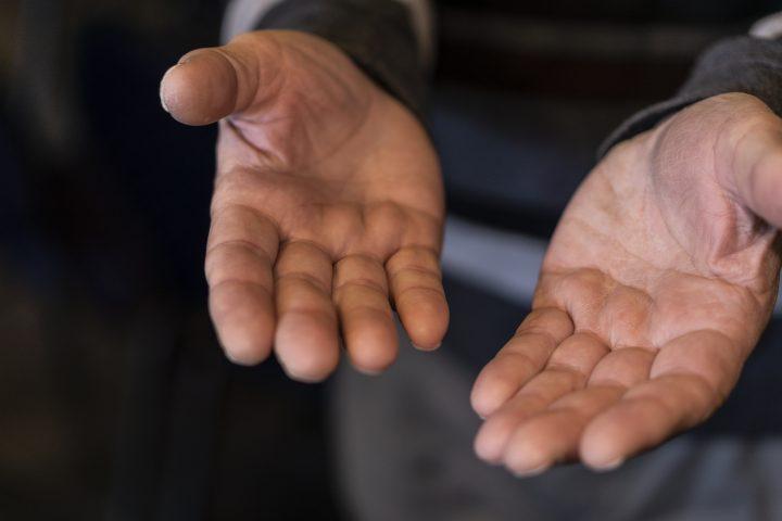 Gevende handen (2)