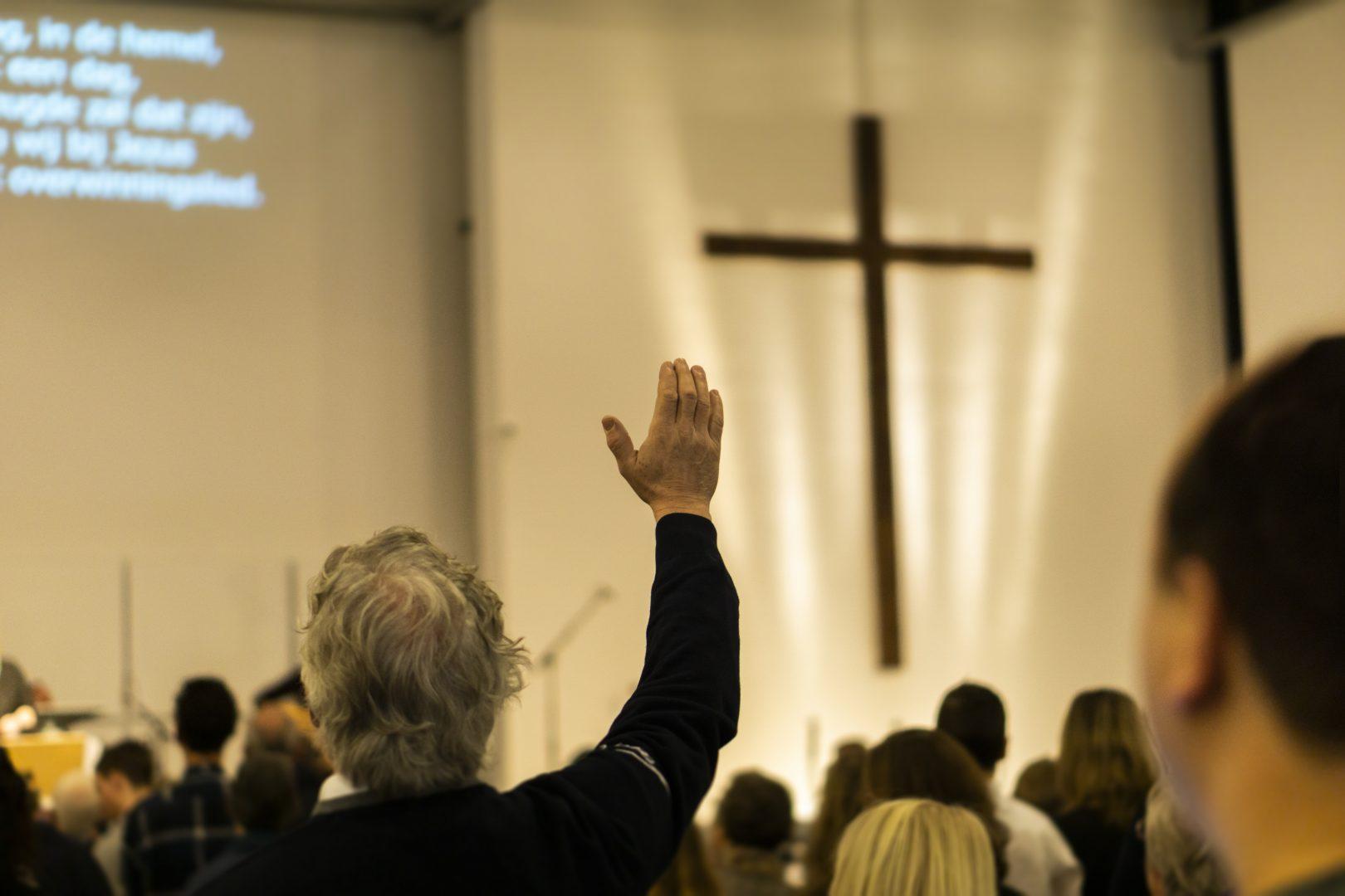 In aanbidding