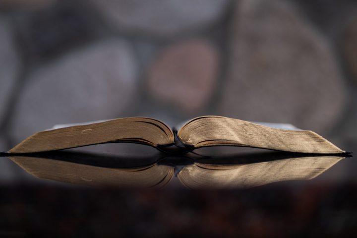 Bijbel geopent