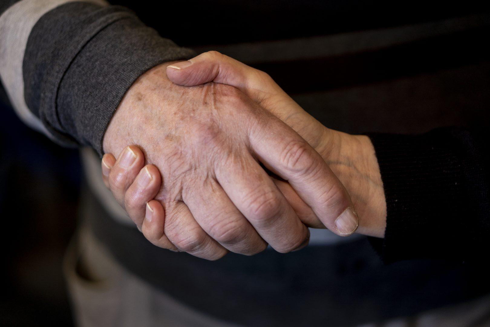 Hand geven – elke leeftijd